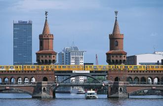 Mit dem Boot durch die Wassermetropole Berlin - Rundtour, auf der Spree, Foto: Kuhnle Tours GmbH